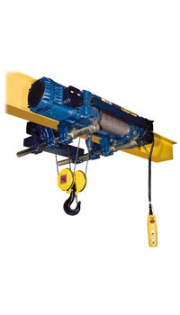 Electric wire rope hoist in configuration with low headroom